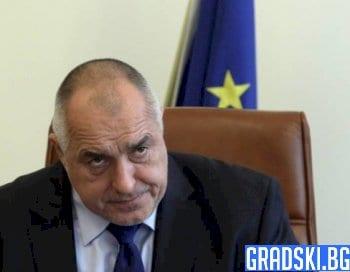 Борисов заплаши с уволнение шефа на АПИ заради винетките