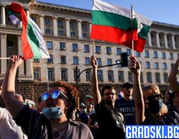 Националният протест в София ескалира