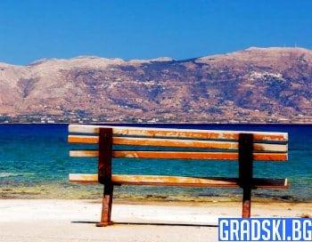 Няма кой да седи на гръцките пейки