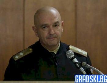 "Любимец или ""за мезе"" е генерал Мутафчийски?"