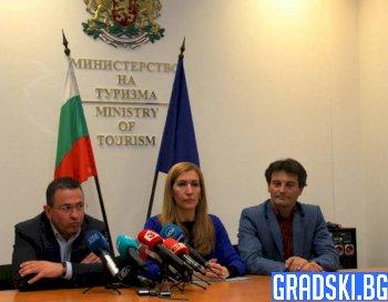 Николина Ангелкова обяви помощ за клиентите на Астрал Холидейз