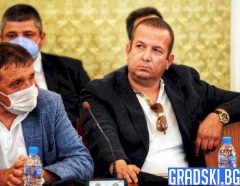 Защо Илчовски поведе война срещу правителството