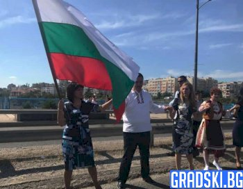 Николина Ангелкова участва в откриване на фестивал в Кърджали
