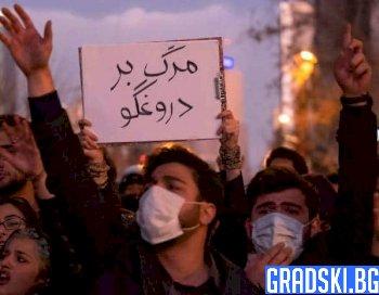 След сваления самолет, протестите в Иран продължават