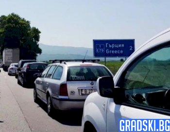защо гърция разхлабва мерките за европейски граждани