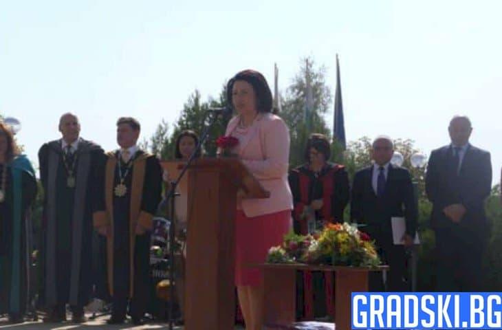 Десислава Танева посочи необходимостта от повече млади и образовани хора
