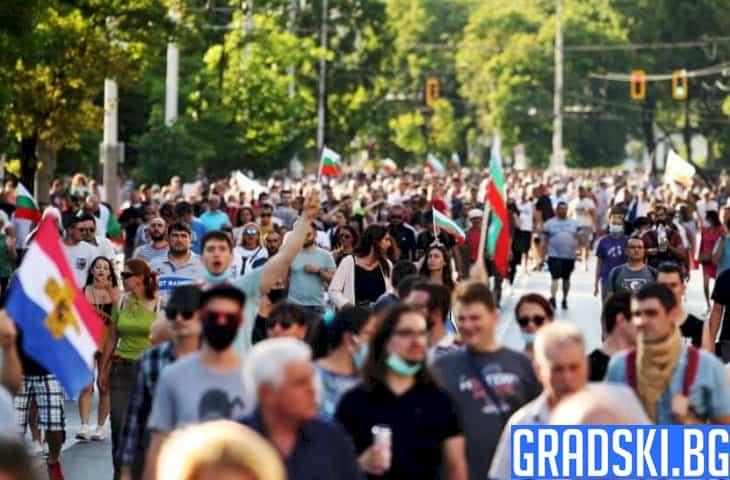 Протестите няма да секнат, а правителството трябва да се реорганизира
