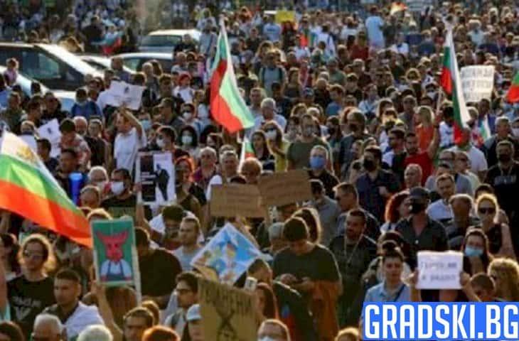 Протести, спорове и Апостола
