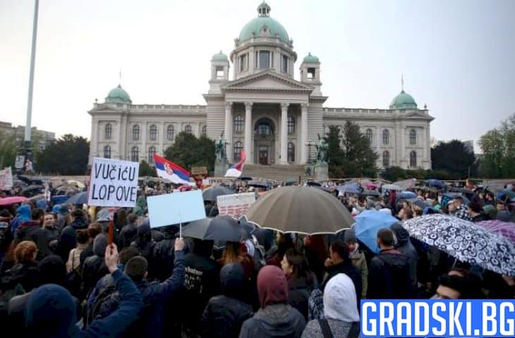 Мирните протести вече се превърнаха в гневни митинги