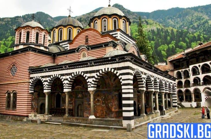 Какво се случва зад оградите на един от най-големите манастири в историята ни